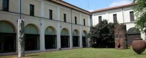 Il giardino interno del MIC di Faenza