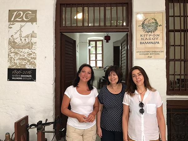 Carmen Guerriero con Katarina Vallindras e la mamma