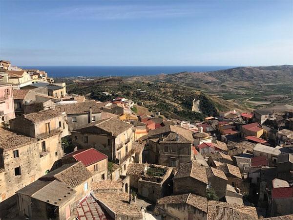 Calabria: il Cirò ambasciatore di cultura del bere per un turismo di qualità