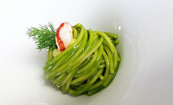 Spaghettone del pastificio Felicetti con pesto di finocchio, limone e astice