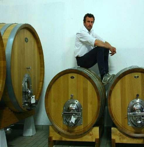 Andrea Picchioni e le sue botti di affinamento del Buttafuoco