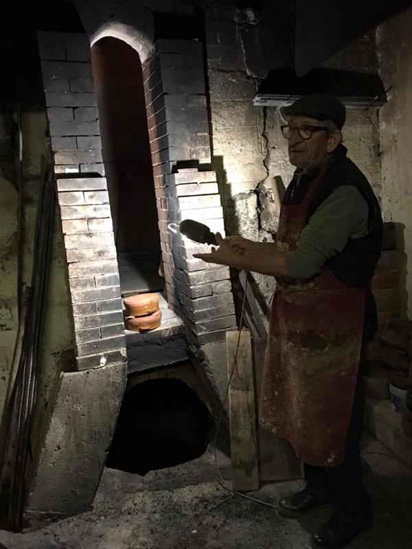 Antonio Samarelli e l'antica fornace a bucce di mandorla