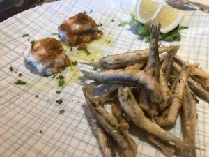 Involtino di pesce bandiera con provola al profumo di limone e alici fritte