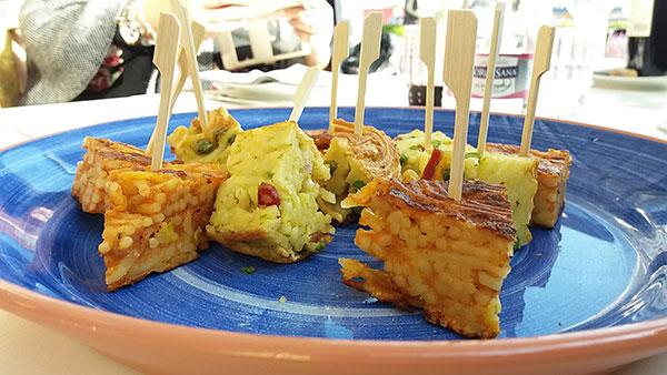 Le frittate di pasta preparate dallo chef Vincenzo Guarino