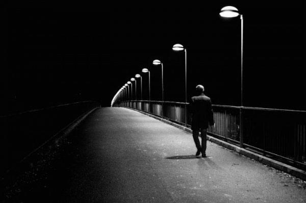 Solo in una strada deserta