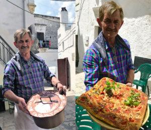 Il sig. Peppino con la callaredd e la pizza, pomodori e cardoncelli