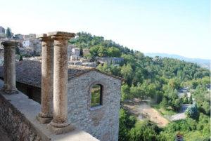 Il panorama dal balcone in pietra del Nido dell'Aquila