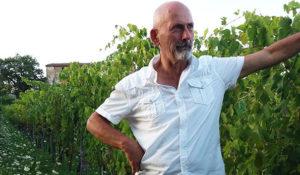 Mario Donnabella nella sua vigna