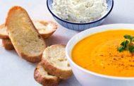 Crema di carote, porri, patate con paté di feta su crostini aromatizzati e Melissa Greco bianco