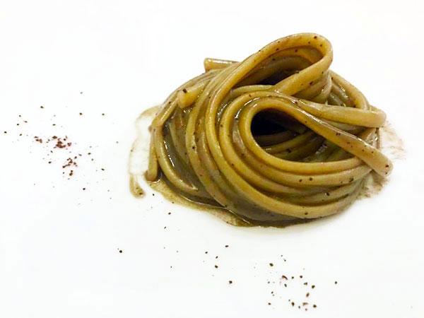 Linguine con fegato di polpo e caffè