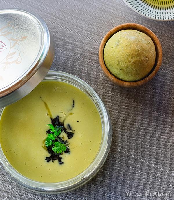 Crema di zucchette trombette, seppie al nero e scorzette candite di limone
