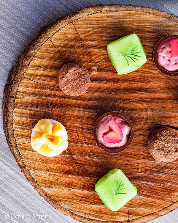 Cheesecake alla mela verde, tartufino all'albicocca, cioccolatino ai frutti rossi, meringata ai frutti della passione