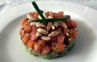 Crudo di salmone fresco con avocado e Castelli di Jesi Verdicchio Riserva Classico