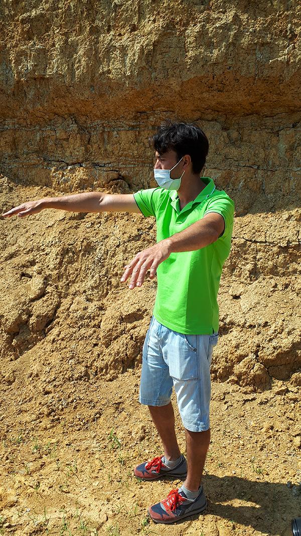 Andrea Ioppa spiega le stratificazioni dell'argilla