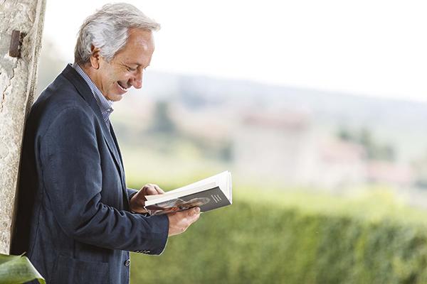 """Luigi Moio con il suo libro """"Il respiro del Vino"""""""